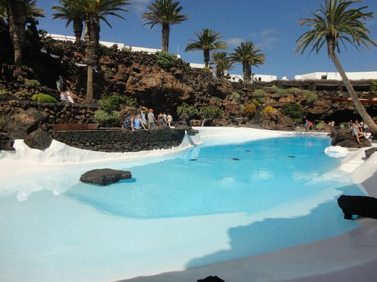 piscina - Picture of Jameos Del Agua, Punta Mujeres - TripAdvisor