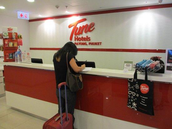 Red Planet Patong, Phuket: main counter and luggage drop
