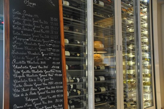 Logis Les Charmilles : Vinothèque avec les 33 grands crus de Bourgogne