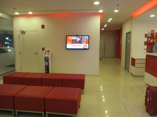 Red Planet Phuket Patong: waiting area with interactive tv