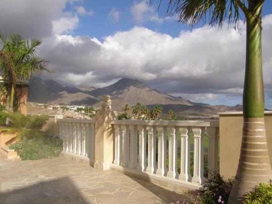 Royal Garden Villas: Far away on the misty mountains...