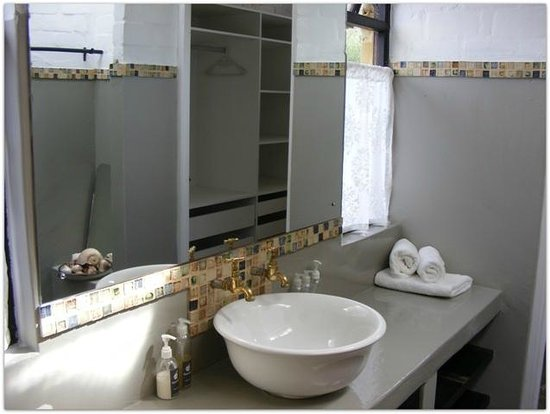 Hornbill House Self Catering Accommodation: Unit 4 Master bathroom