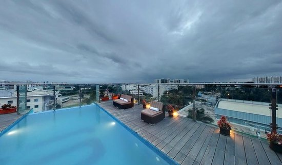 Rooftop Infinity Swimming Pool - Picture of Svenska Design ...