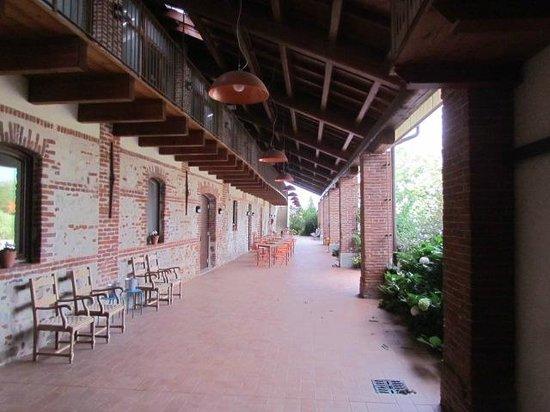 Agriturismo Tetto Garrone : Breakfast on the patio