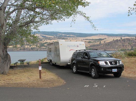 Memaloose State Park Campground: Our campspot overlooking the Columbia River