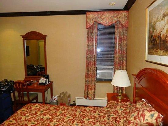 Hotel Newton: Across bed toward room window (Air con unit in window)