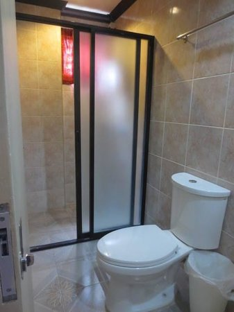 Davao Royal Suites and Residences : Bathroom