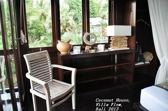 Villa Flow: Coconut House