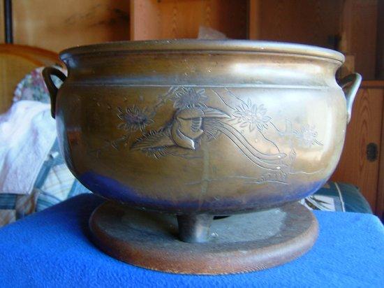 Museum Mori: 銅の火鉢、明治か江戸時代か