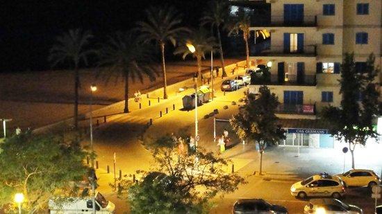 Hotel Amic Miraflores: Вечер