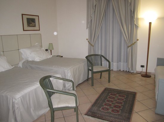 Domus Mariae : Twin beds in room 203