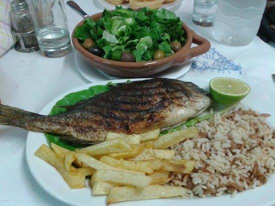 Taverna Maria: orata con riso e patate e insalata verde