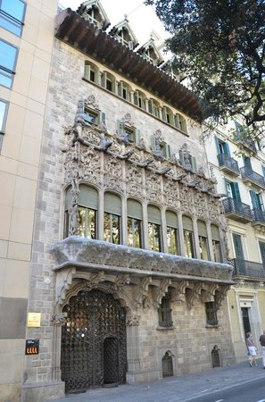 Palau del Baro de Quadras: Si pasa por la Diagonal, no te pierdas esta obra genial