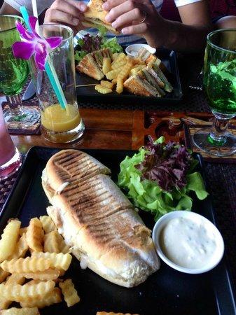 Jamahkiri Resort & Spa: レストランのランチ(有料で他にも色々メニューあります)