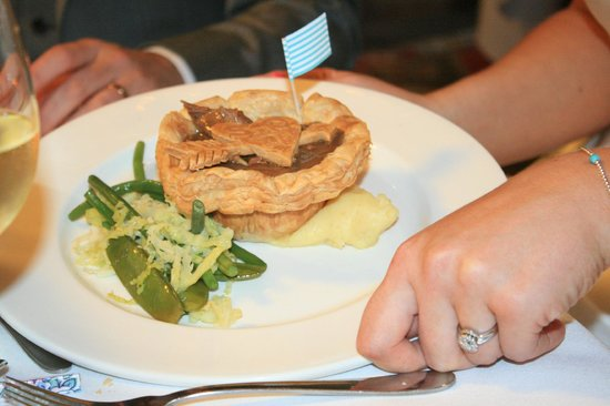 Grays Court Hotel: Surprise pies