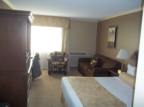 Fredericton Inn: Renovated room