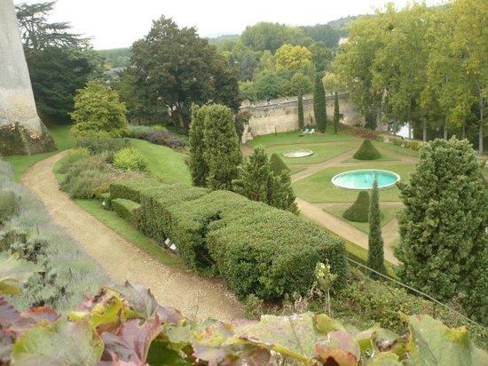 Chateau de Montreuil-Bellay: les jardins