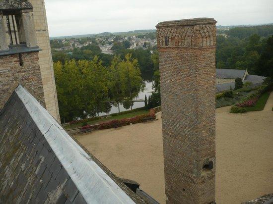 Chateau de Montreuil-Bellay: vue des toits