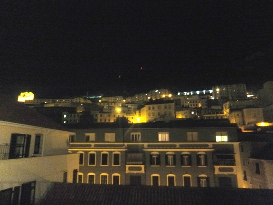 O'Callaghan Eliott Hotel: night view from the roof