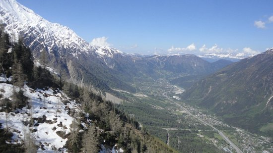 Mont Blanc : A view of the valley and mountains around