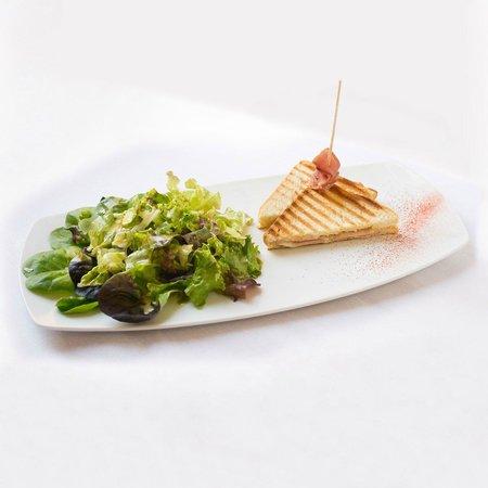 Blonay, Switzerland: croque salade