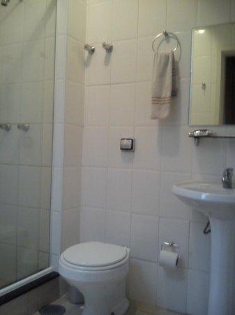 Uniclass Hotel Centro : Banheiro com vidrex