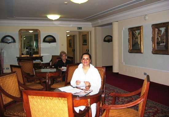 Abano Grand Hotel: Waiting at the Spa reception