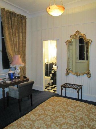 Romantik Hotel Du Parc : vu sur la salle de bains
