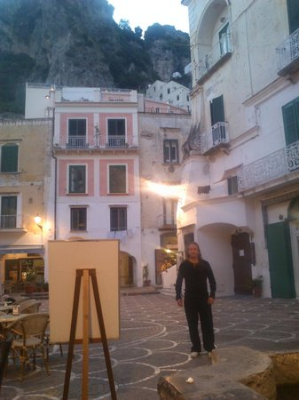 A'  Scalinatella Hostel and  Hotel: The square with our balcony in the background