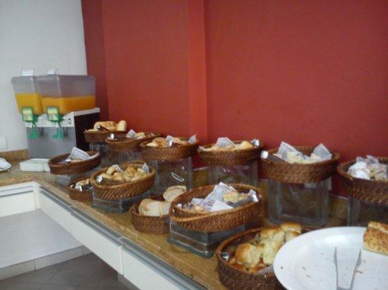 Uniclass Hotel Centro : Café da Manhã