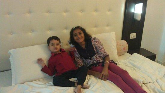 Hotel Mandiram Palace: kids enjoying