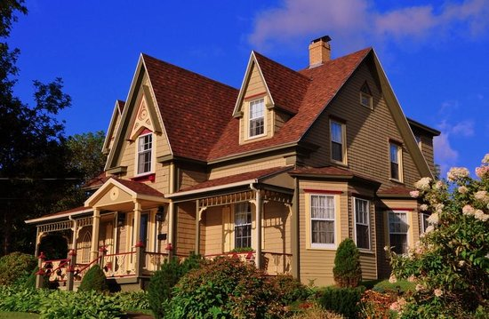 Heritage Home Bed and Breakfast: Beautiful building