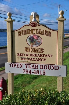 Heritage Home Bed and Breakfast: Out the front