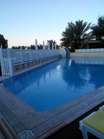 Eken Resort Hotel : The pool