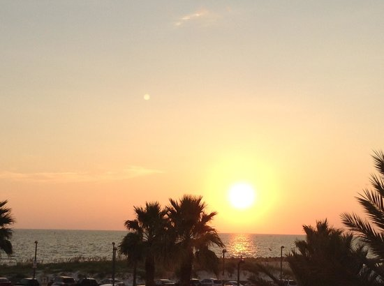 Magnuson Hotel Clearwater Beach: SUN SET FROM MY BALCONY AT THIRD FLOOR
