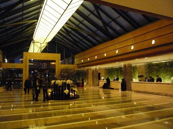 Kempinski Hotel Beijing Lufthansa Center : Empfangshalle abends
