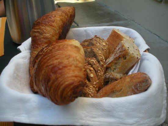 Hotel Villa Les Cygnes: Fresh Bread