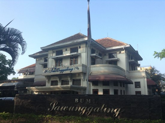 Hotel Bumi Sawunggaling: Outside