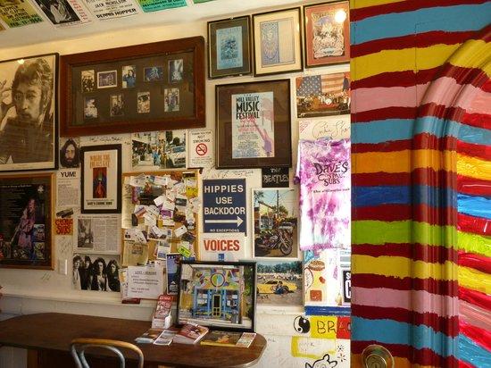 Famous Dave's: the decor