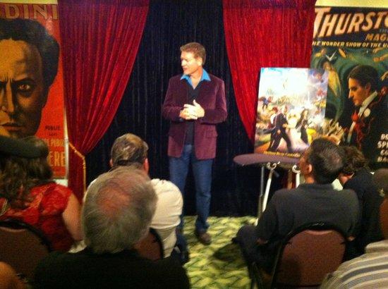 Wizardz Magic Theater: Dan Stapleton Magician