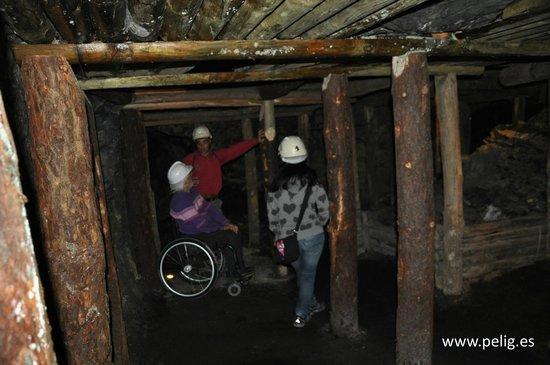 Parque Minero de Almadén: Pilares de madera en el interior de la mina