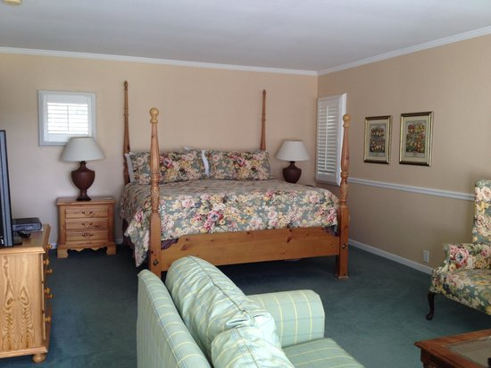 The Spa at Norwich Inn : king bed