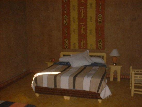 Auberge Merzane: Bedroom style