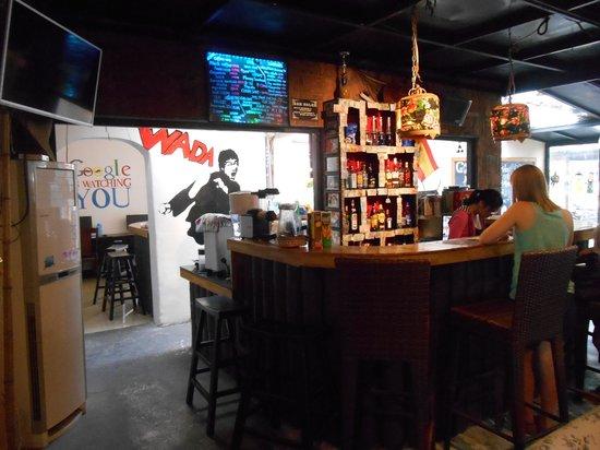 Wada Hostel : the bar