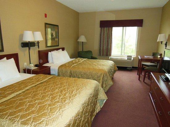 Comfort Inn & Suites: MY ROOM