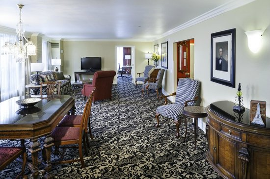 President Abraham Lincoln Springfield - a DoubleTree by Hilton Hotel: Suite
