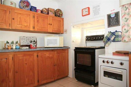Mossievale Guest Cottage: Nice big kitchen