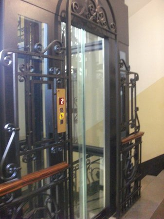 Montecarlo Hotel: ascenseur transparente
