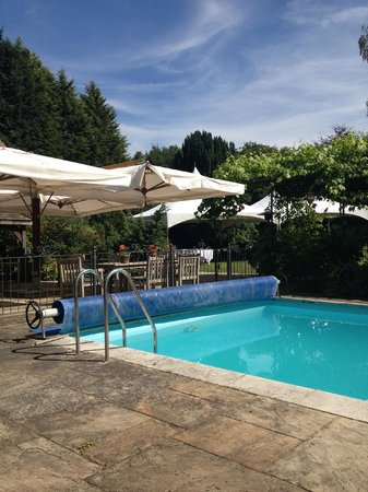 Ravenwood Hall Country Hotel: Heated Outdoor Pool