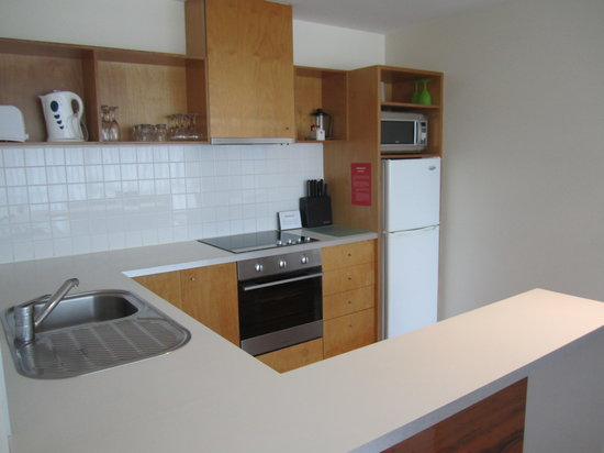 Phillip Island Apartments : Kitchen